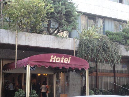 Olid Hotel: Entrada al hotel