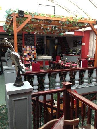 Alessandro's : Restaurant floor