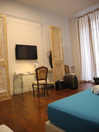 Hotel Principe Napolit'amo: Zimmer mit Schreibtisch aus Glas