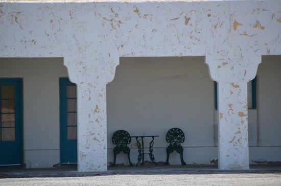 Amargosa Opera House: Devantures des chambres d'hôtel