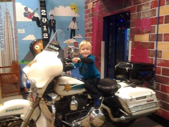 Children's Museum of Memphis: Police officer Sean