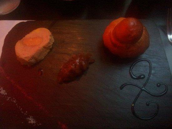 L'Exode: Foie gras biscuit roses, chutney oignon