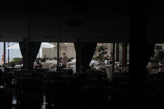 Grand Hotel Punta Molino Beach Resort & SPA: Terrace through the restaurant