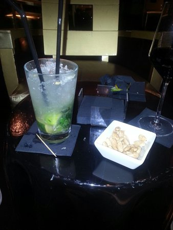 Hotel Banke: Fresh raw nuts with an enticing morjito.