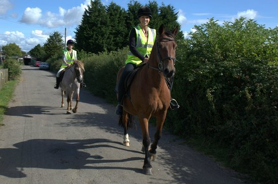 South Littleton, UK: A 2 hour ride setting off