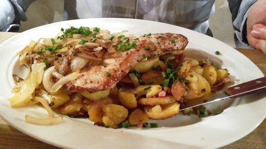Bavarium: bistecca di maiale di 400gr con cipolle e patate