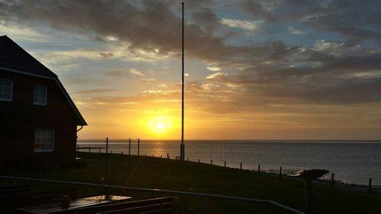 Langeness, Allemagne : Sonnenaufgang vor der Terrasse
