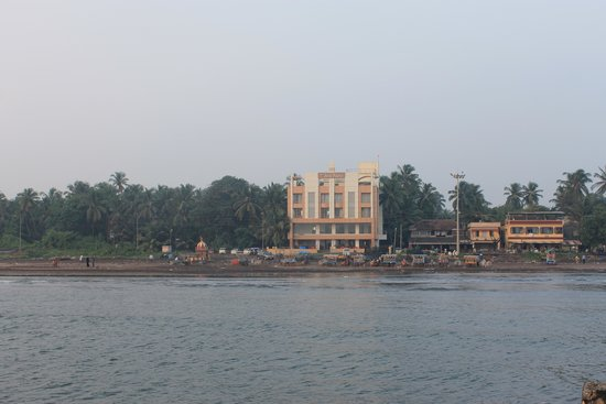 Hotel Sea Fans: Hotel viewed from Mandvi jetty