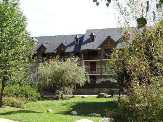 Lagrange Prestige Residence l'Ardoisiere : Vue sur les duplex de la résidence coté Neste
