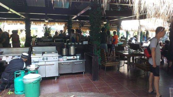 Paradise Garden Resort Hotel & Convention Center Boracay: Столовая - по другому не назовешь