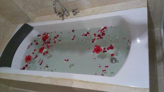 Paradise Garden Resort Hotel & Convention Center Boracay: ванная