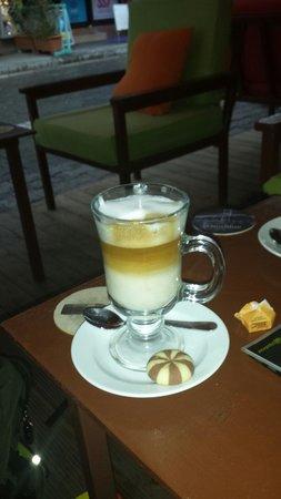 Mustang Bar: He beste koffie in dalyan leuke bediening.  Mensen zijn erg vriendelijk.  Lekkere lunch . Met ee