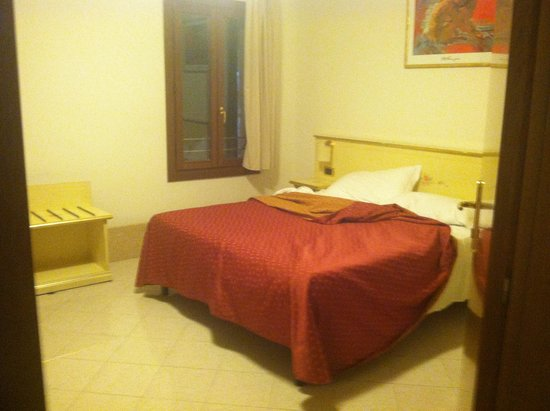 Locanda Ca' San Marcuola: Ground Floor Room #101 has king size bed and one single