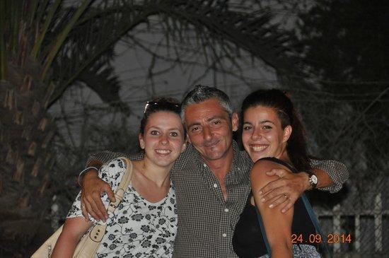 El Viento Del Sciroco: The owner embraces everyone with his energy