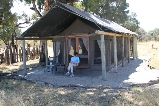 Hwange National Park, Zimbábue: Davison Camp - the comforts of tent -living in the bush .