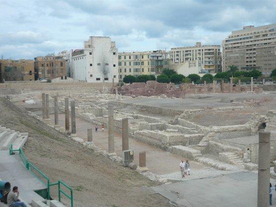 Roman Amphitheatre: Вид на раскопки