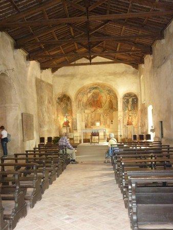 interno foto di chiesa di san pietro in mavino sirmione