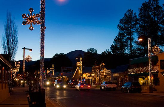 Hotel Ruidoso - Midtown: Ruidoso Midtown District.  Walk to shops, restaurants, galleries, and lounges!