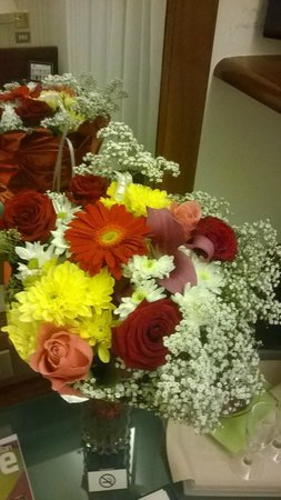 BEST WESTERN  Hotel Astoria: Beautiful flowers in the room