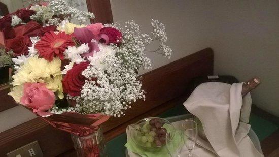 BEST WESTERN  Hotel Astoria: Flowers and Wine (25 euro each)