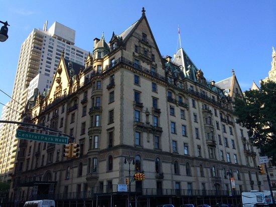 Upper West Side: dakota building