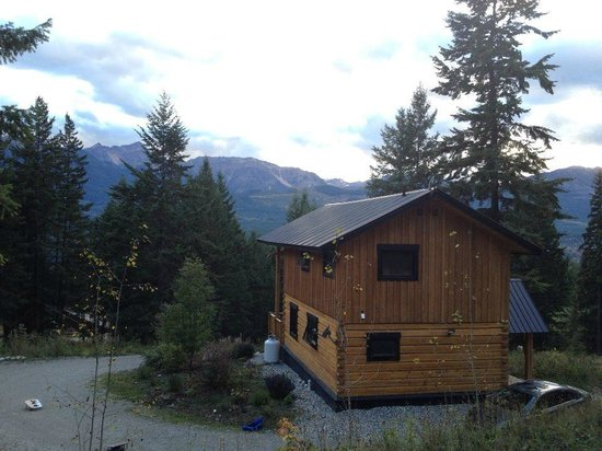 Mount 7 Lodges: View of back of Bear Lodge from grassy knoll behind Lodge