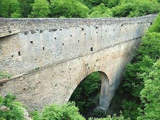 "Le Vieux Noyer : Pondel ""ponte acquedotto romano"""