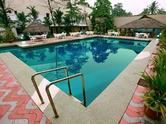 ‪‪Alleppey Prince Hotel‬: Swimming Pool‬