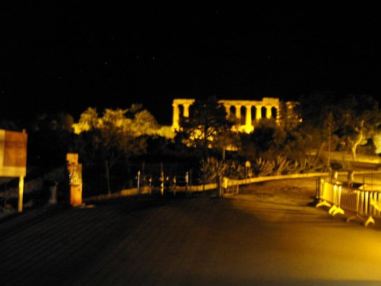 Hotel Costazzurra Museum & SPA : Taken on their Evening Tour of the Valley  of the Temples.
