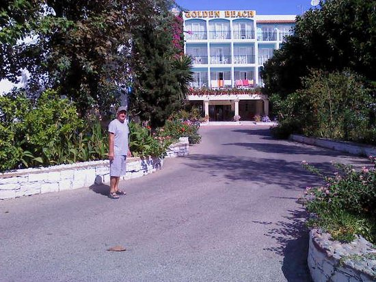 Golden Beach Hotel : Entrance to Hotel