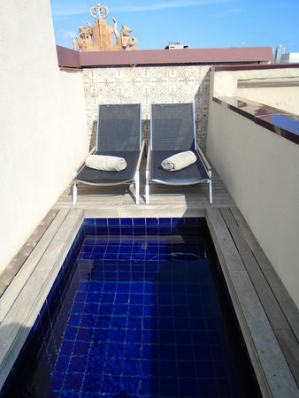 Hotel DO: Private pool on our room's balcony