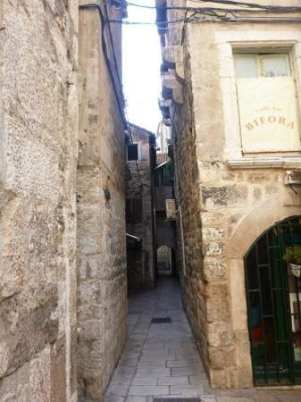 Diocletian Palace Experience: One of the many alleys in and around the castle\