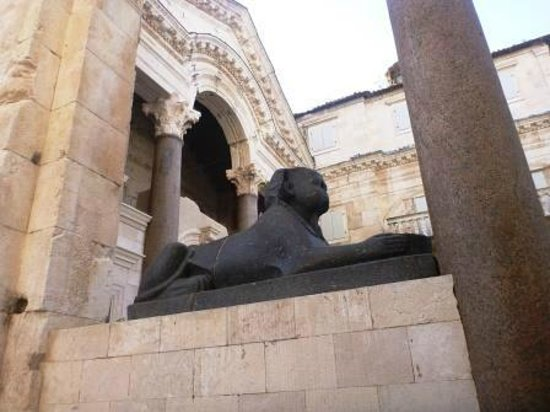 Diocletian Palace Experience: Castle center square, sphinx feature