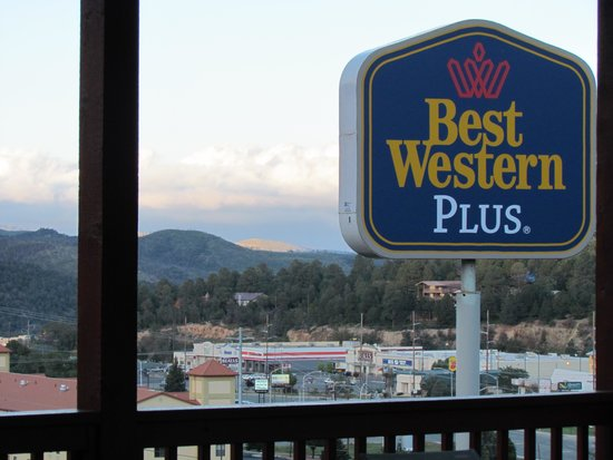 BEST WESTERN PLUS Ruidoso Inn: from covered picnic area
