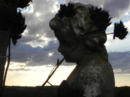 """Coteau de Belpech: petit ange """"protège les"""""""