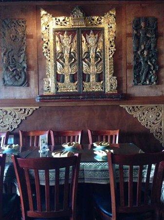 Isan Thai Restaurant: beautiful Thai decor!