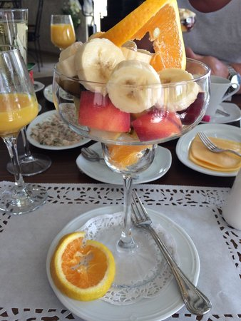 Conny's Hotel : Part of my champagne breakfast