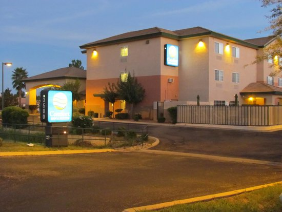 Comfort Inn & Suites: turning into the hotel