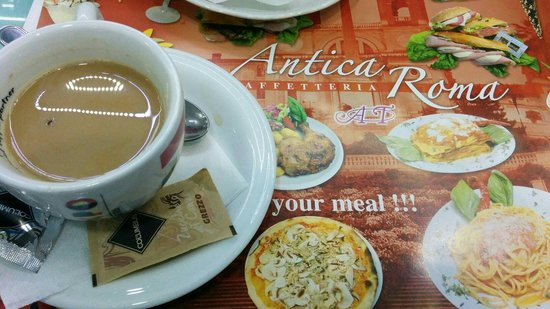 Cafeteria Antica Roma: Fly in our coffee and refused to give refund