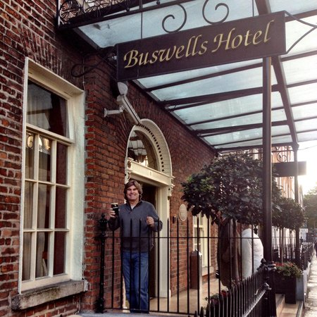 Buswells Hotel : We made it to Buswells in Dublin.