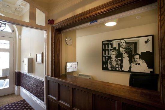 Cabot Court Hotel: Reception