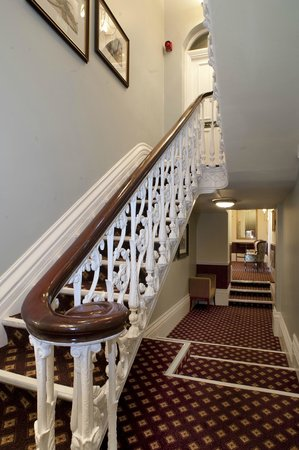 Cabot Court Hotel: Taking the Stairs