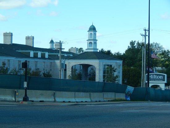 Hilton St. Louis Frontenac : Front entrance of the hotel
