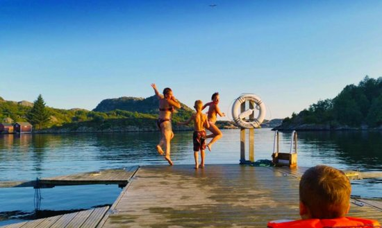 Hausvik Maritime: Anlagen eigener Steg  - Fussweg  5 min
