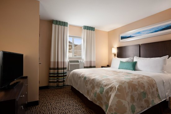 Hawthorn Suites by Wyndham Eagle CO : King bedded room
