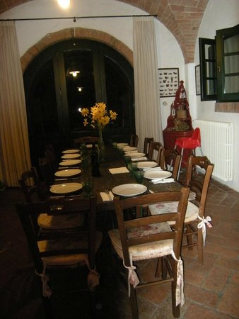 Casa Bini: the Tuscan dinner table...so lovely