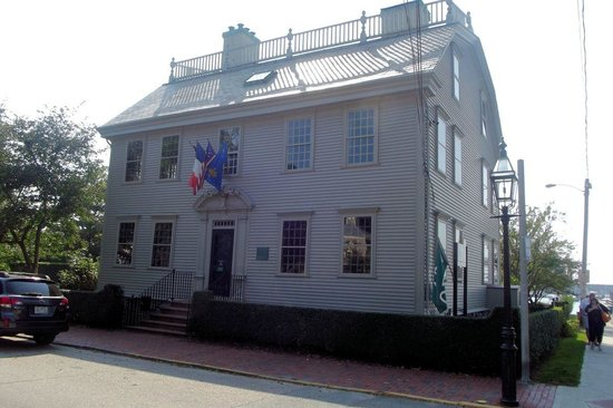 Hunter House: View from the front