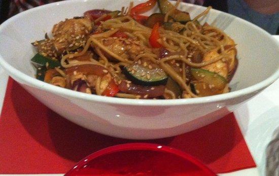 Via Cassia : Паста с овощами в китайском стиле