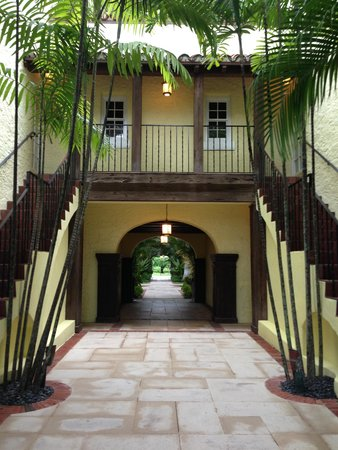 The Brazilian Court Hotel : Courtyard Area