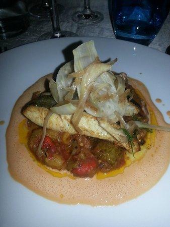 L'Escargot : Le Saint Pierre ( bar sur un lit de legumes)